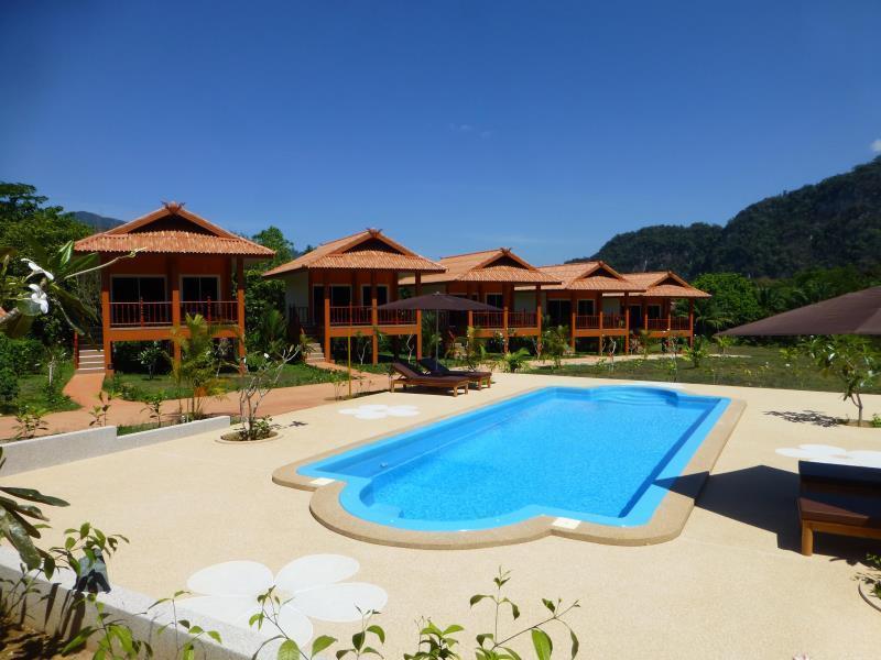 Khao Sok Jasmine Garden Resort เขาสก จัสมิน การ์เดน รีสอร์ต