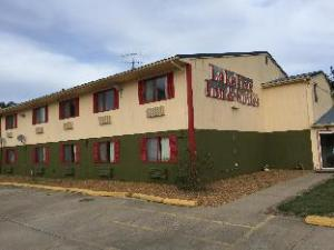Laketree Inn & Suites Marion