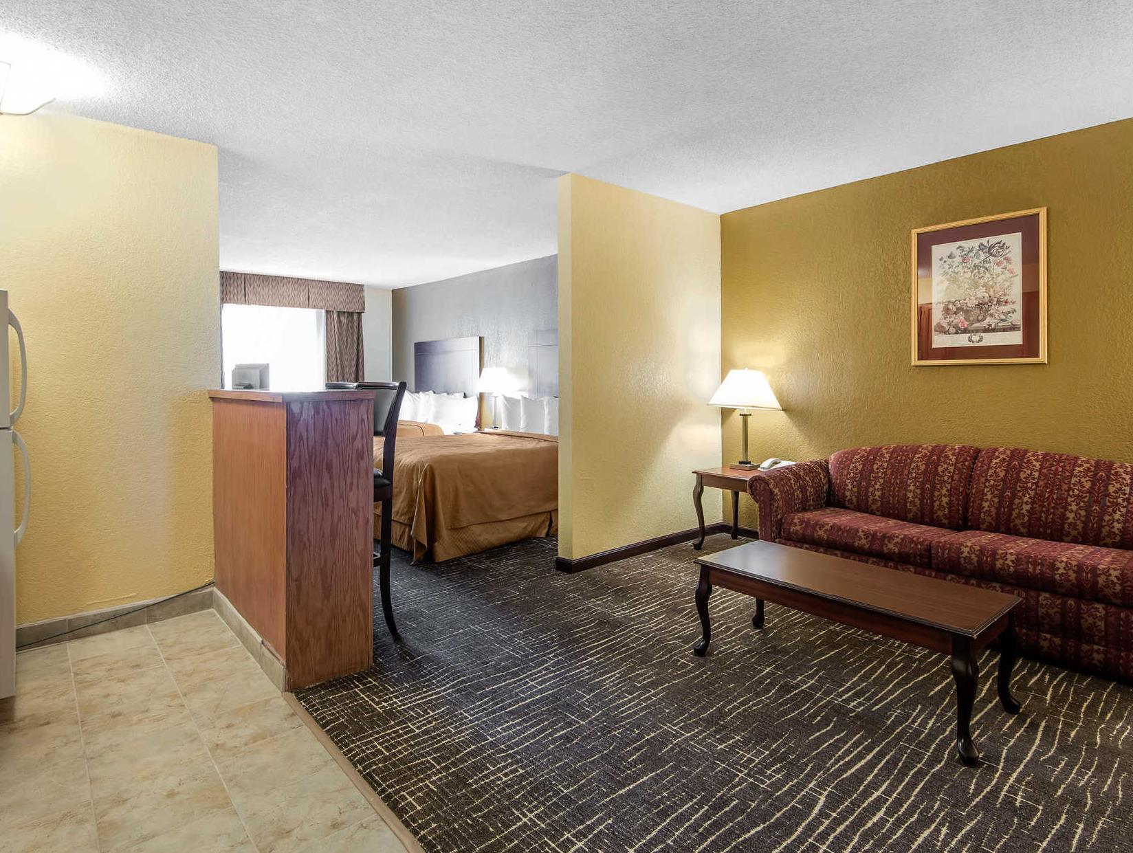 Quality Suites Kansas City International Airport