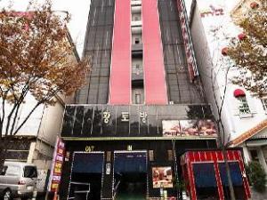 關於黃土房汽車旅館 (Hwangtobang Motel)