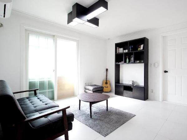 Nanu Guesthouse Black Apartments Hongdae Seoul South Korea