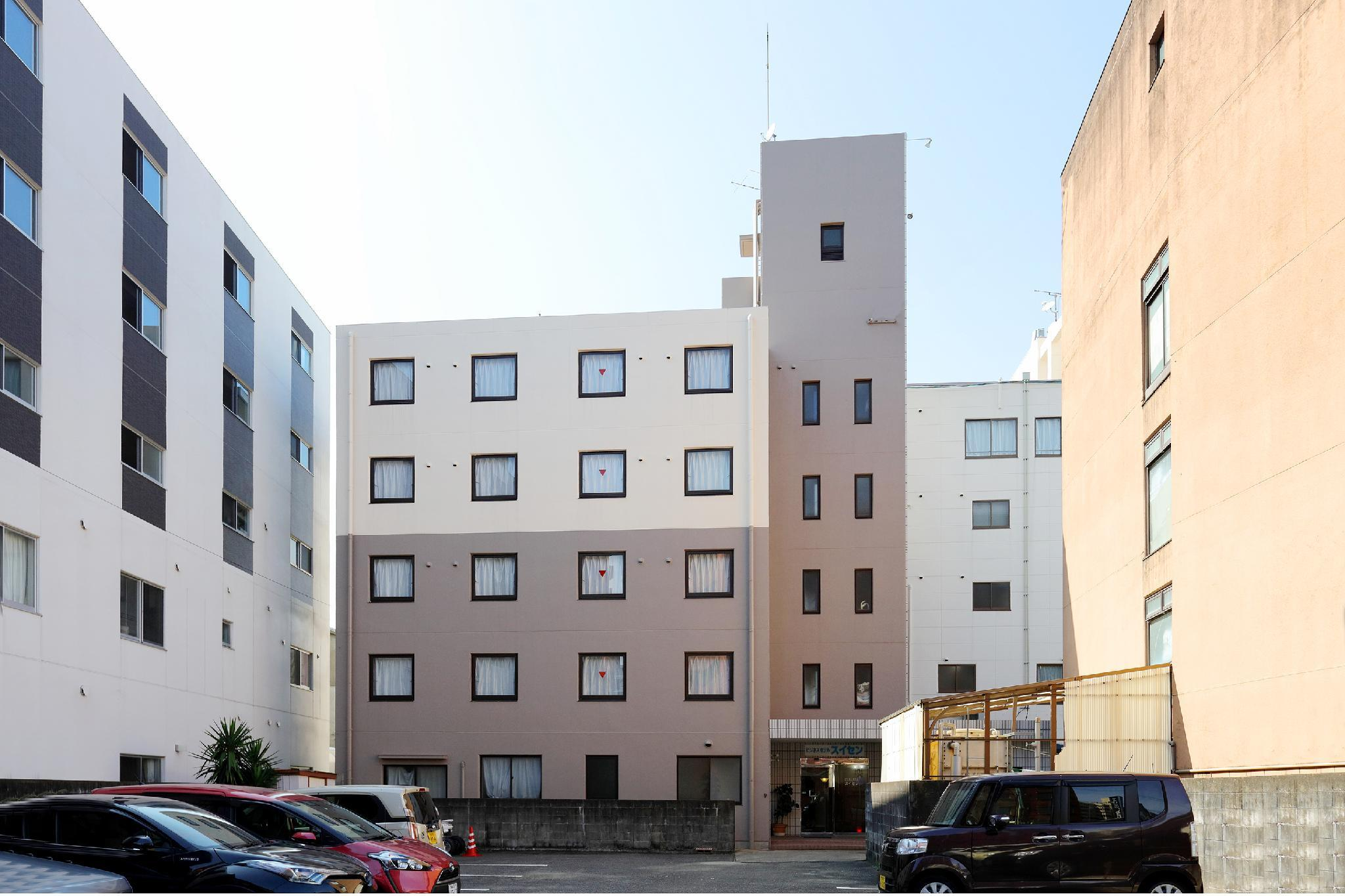 OYO 44108 Rays Hotel Suisen