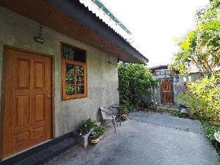 Private room surrounded by Tropical garden. บ้านเดี่ยว 1 ห้องนอน 1 ห้องน้ำส่วนตัว ขนาด 30 ตร.ม. – ธนบุรีตอนใต้