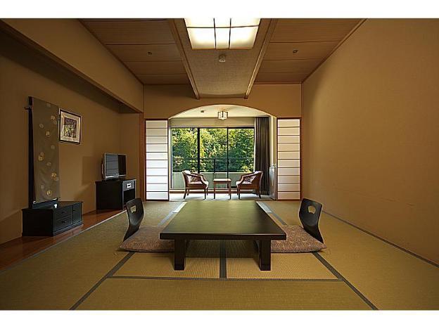 Royal Hotel Yamanaka Onsen Kajikaso