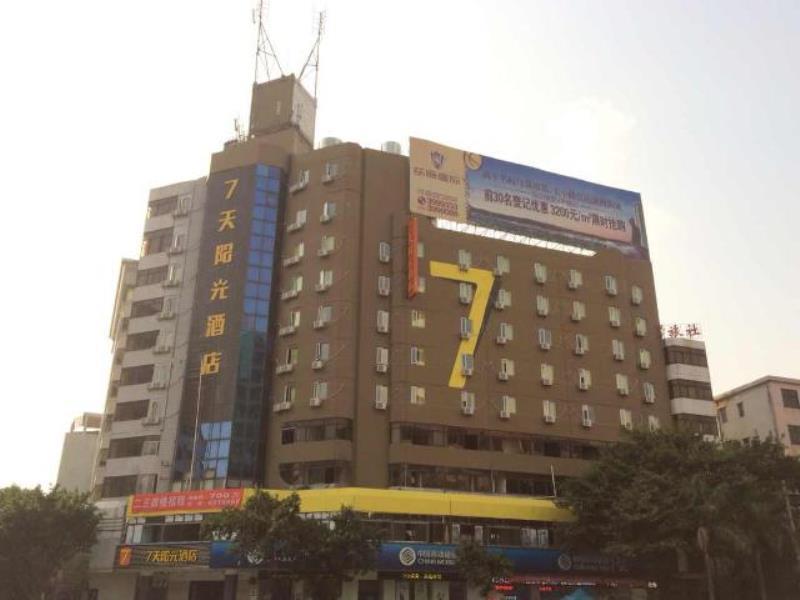 7 Days Inn Yunfu Luoding Central Branch
