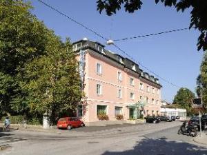โฮเทล แชเรอร์ (Hotel Scherer)