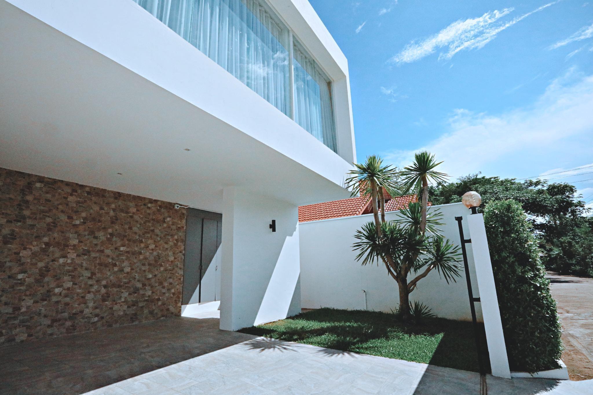 Chiang Mai  Youkr White Pool Villa วิลลา 4 ห้องนอน 4 ห้องน้ำส่วนตัว ขนาด 410 ตร.ม. – สันทราย