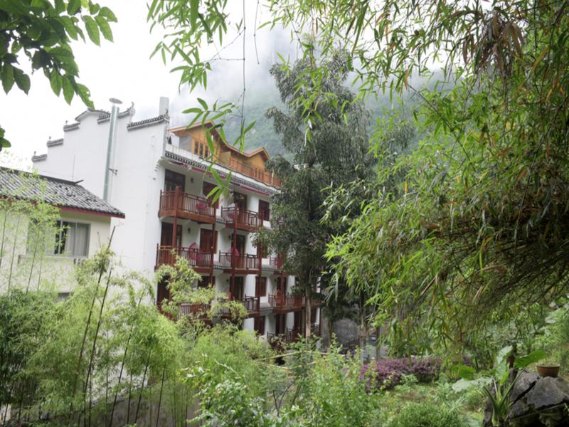 Alley Mountain View Garden Hotel