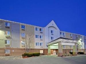 Candlewood Suites Topeka Hotel