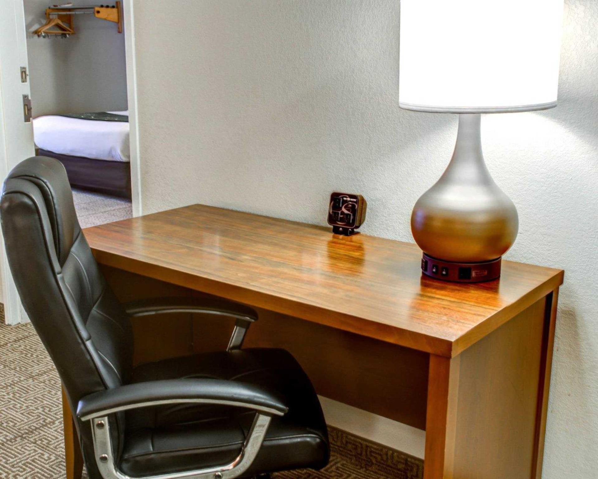 Comfort Suites Tyler South 4