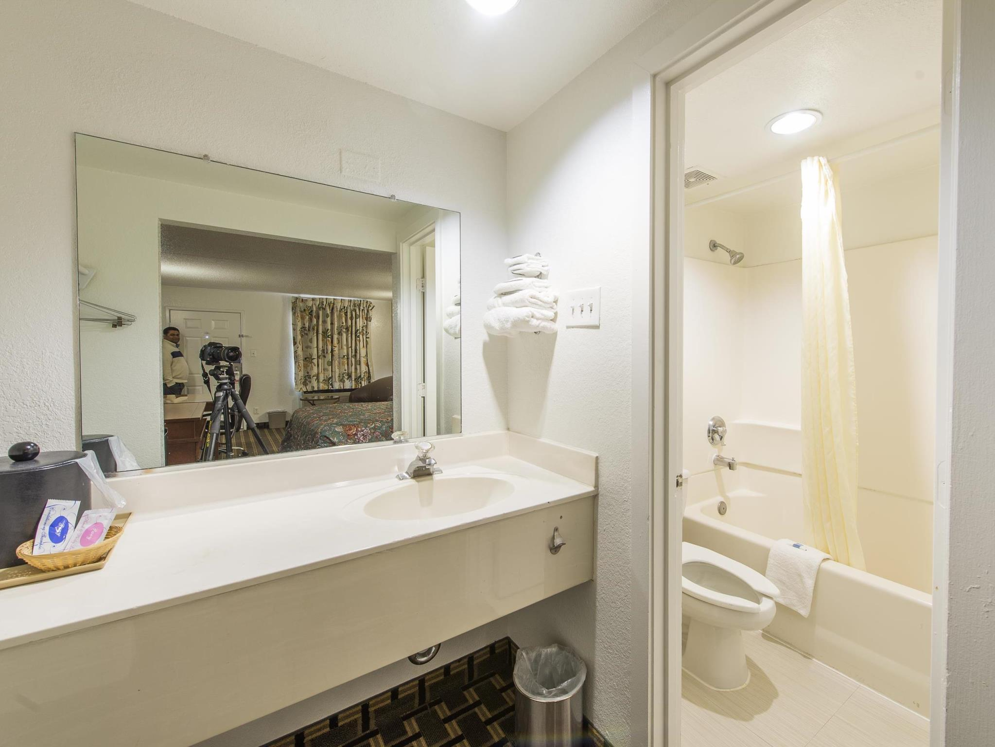 New Six Inn & Suites - Houston Discount