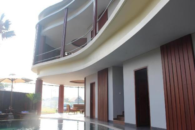 Curve Guest House