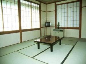 栂池高原招仙小屋 (Tsugaike Kogen Lodge Shosen)