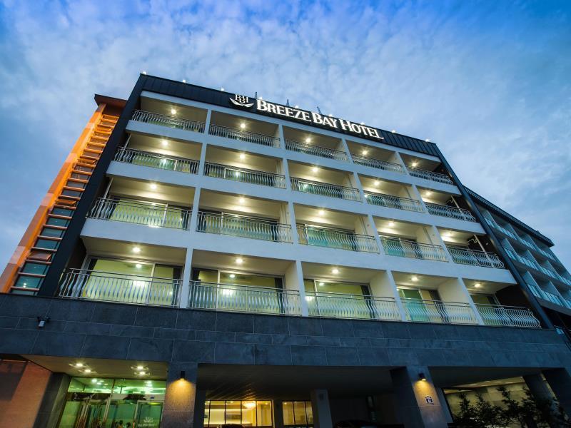 Breeze Bay Hotel