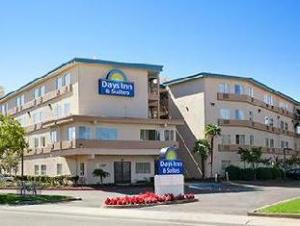 Om Days Inn & Suites Rancho Cordova (Days Inn & Suites Rancho Cordova)