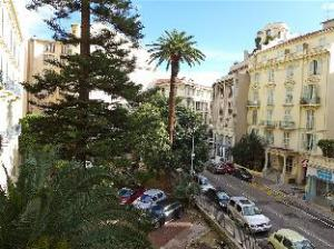 อพาร์ตเมนต์ จอร์เจส แคลมงต์โค (Apartment Georges Clemenceau)