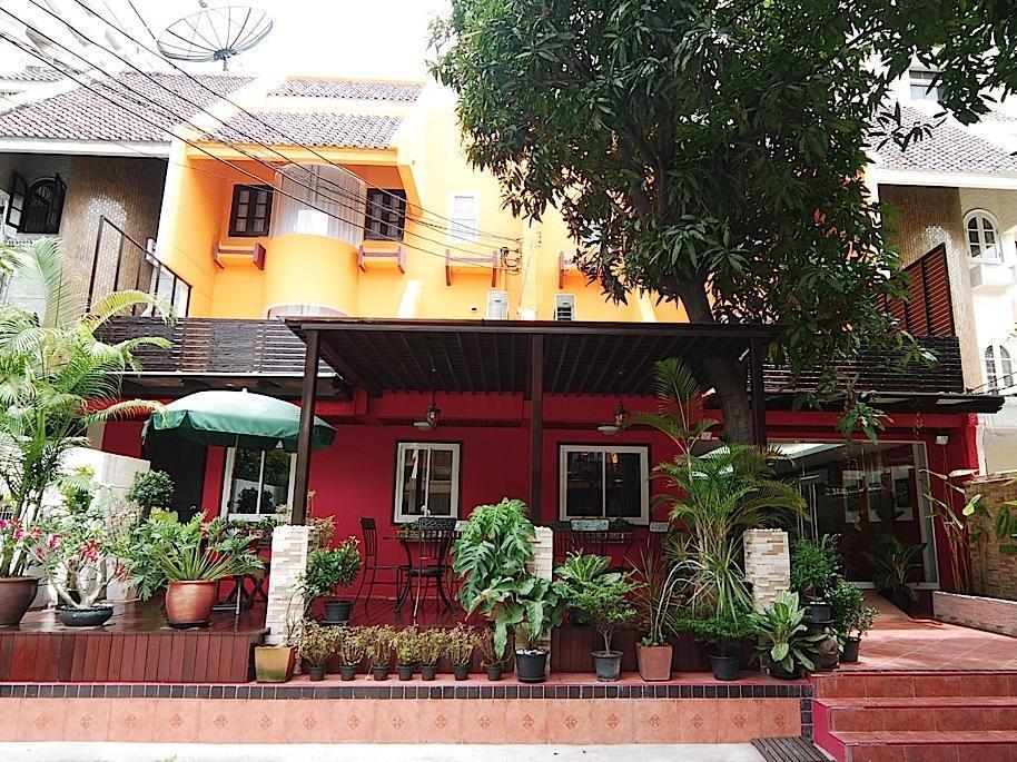 Oasis Inn Bangkok Hotel