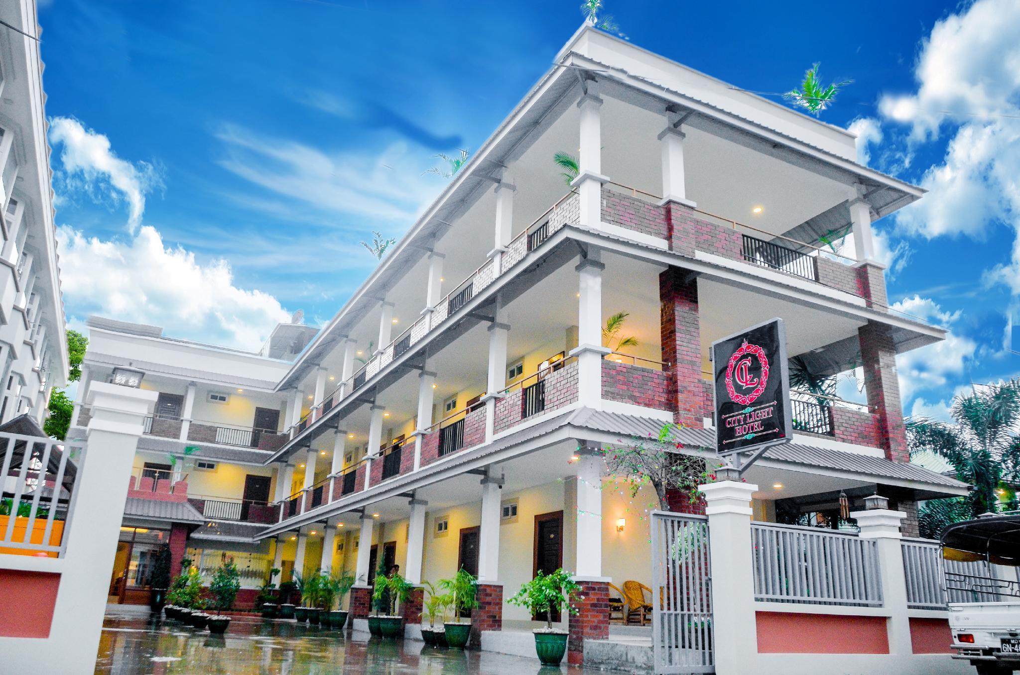 City Light Hotel