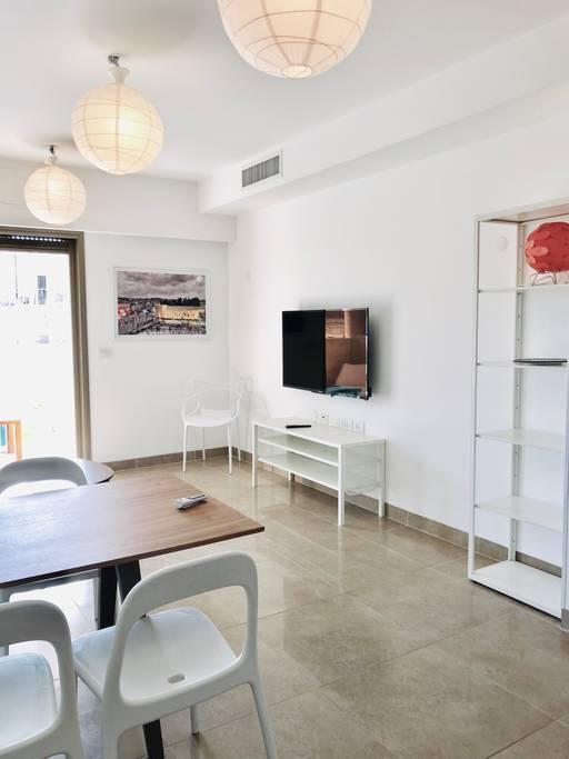 Cozy Central Apartment With Terrace Sukkah