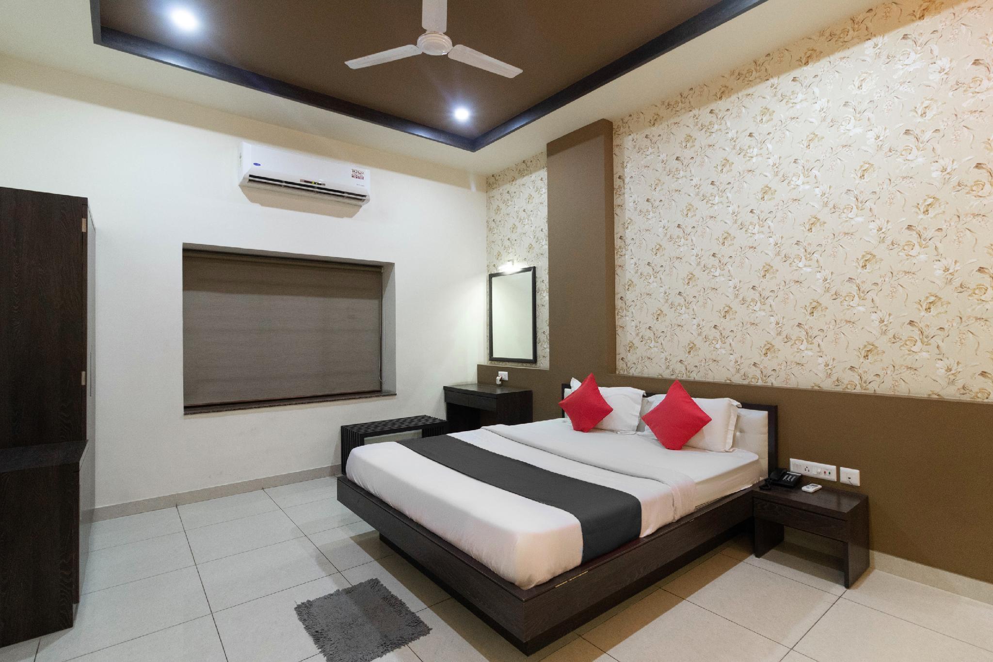 Capital O 49727 Trinayani Hotel And Banquet