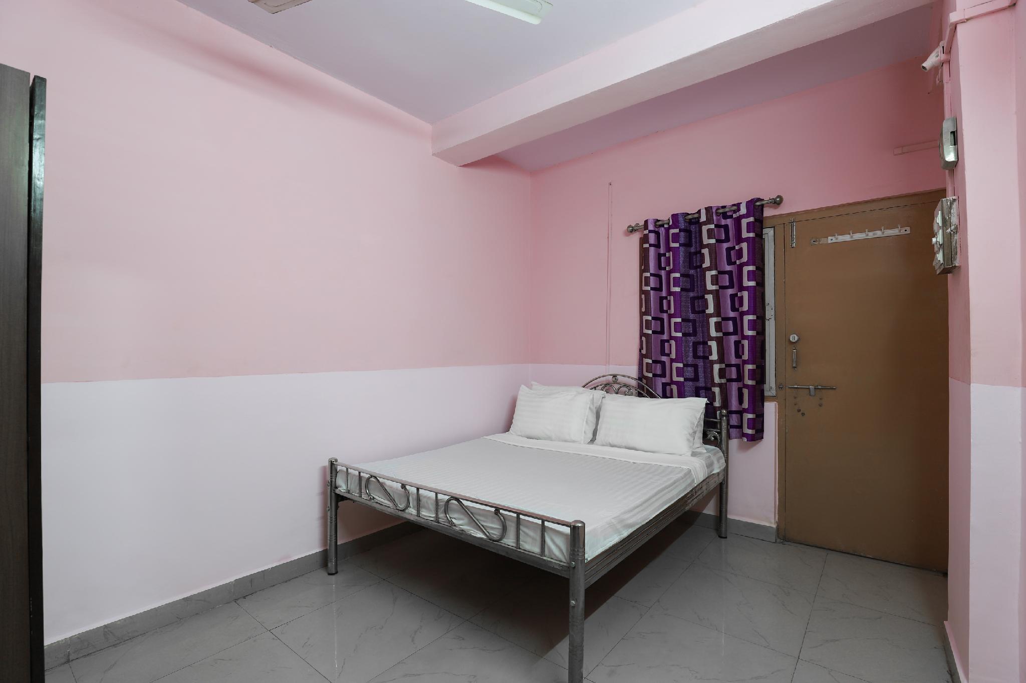 SPOT ON 48716 Gayatri Guest House