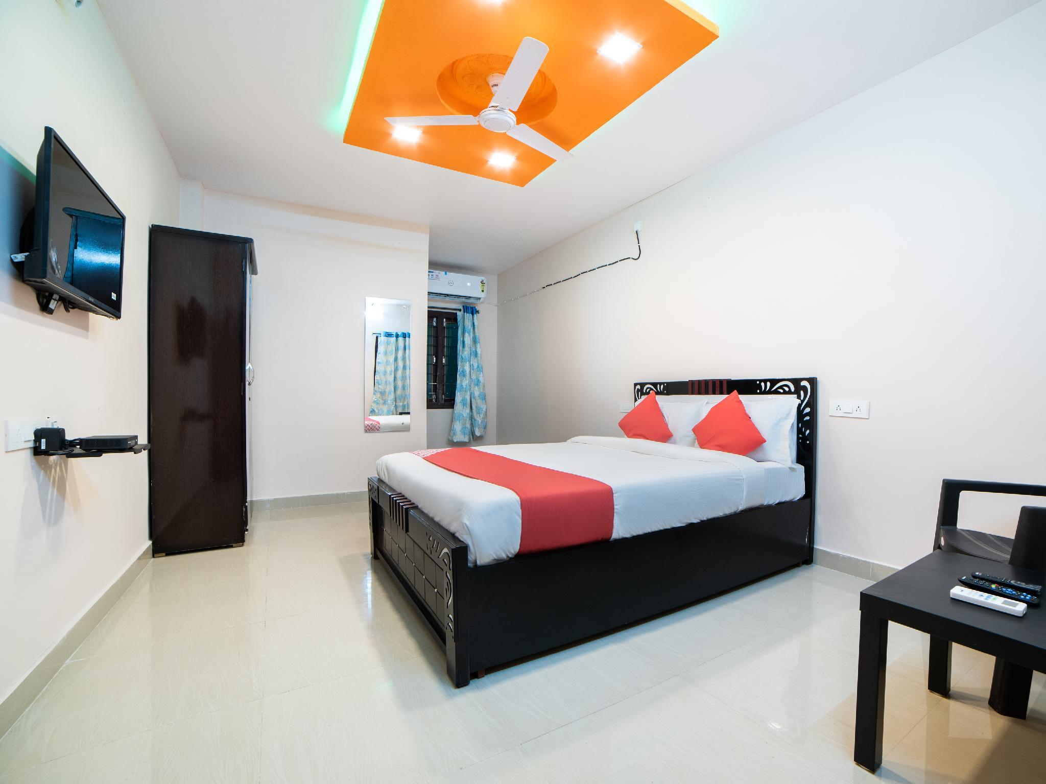 OYO 47332 Hotel Dolphin