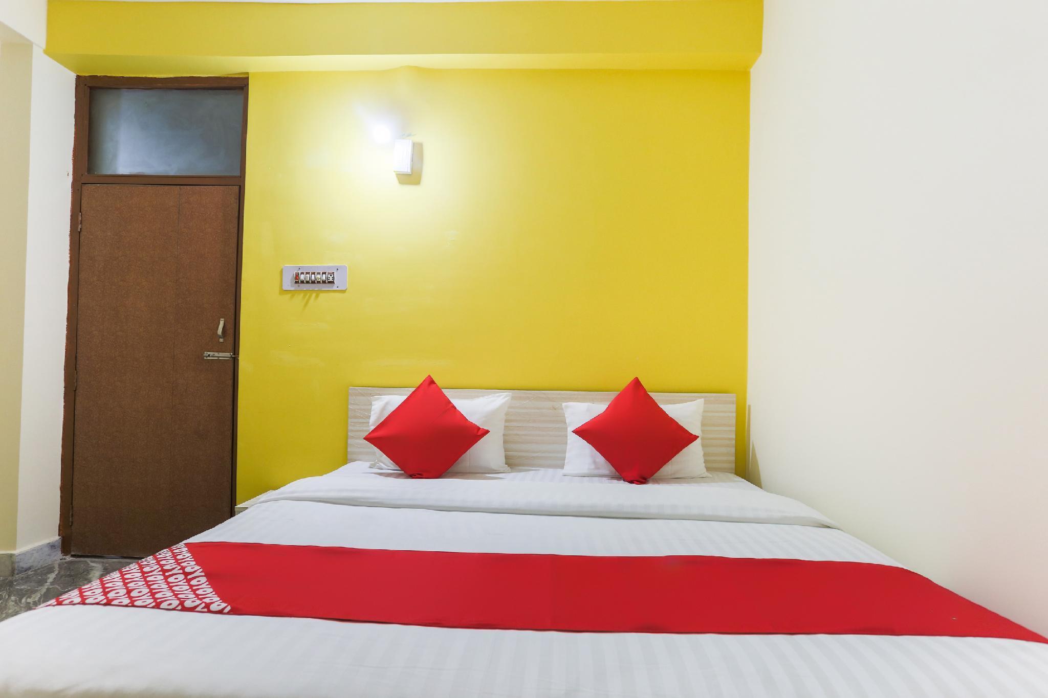 OYO 46480 Hotel Golden Palace