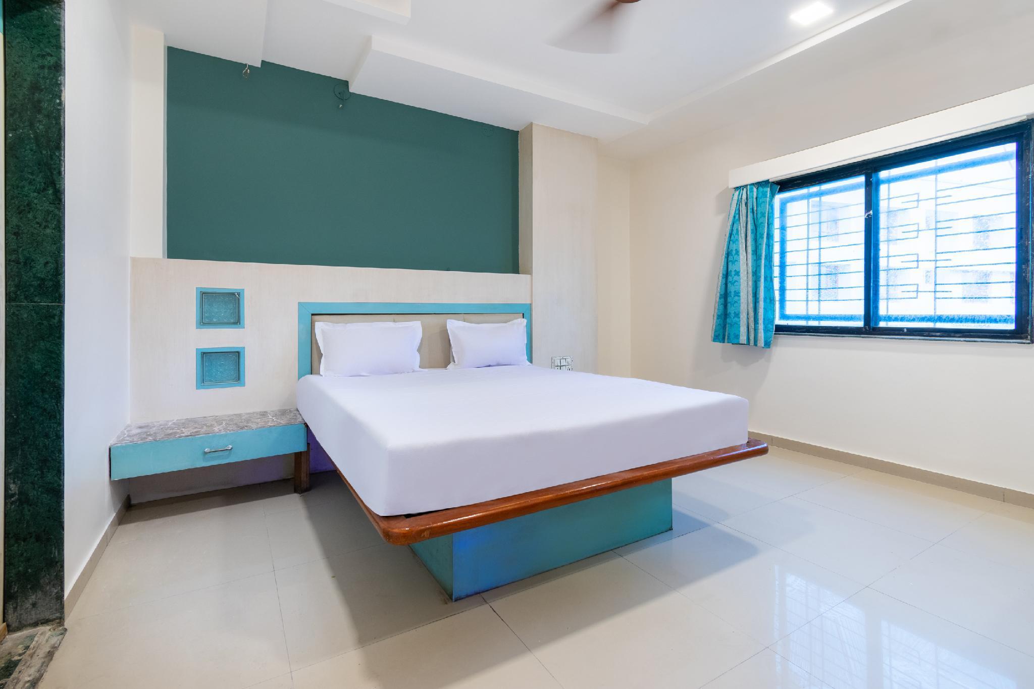 SPOT ON 42793 Hotel Gurukrupa