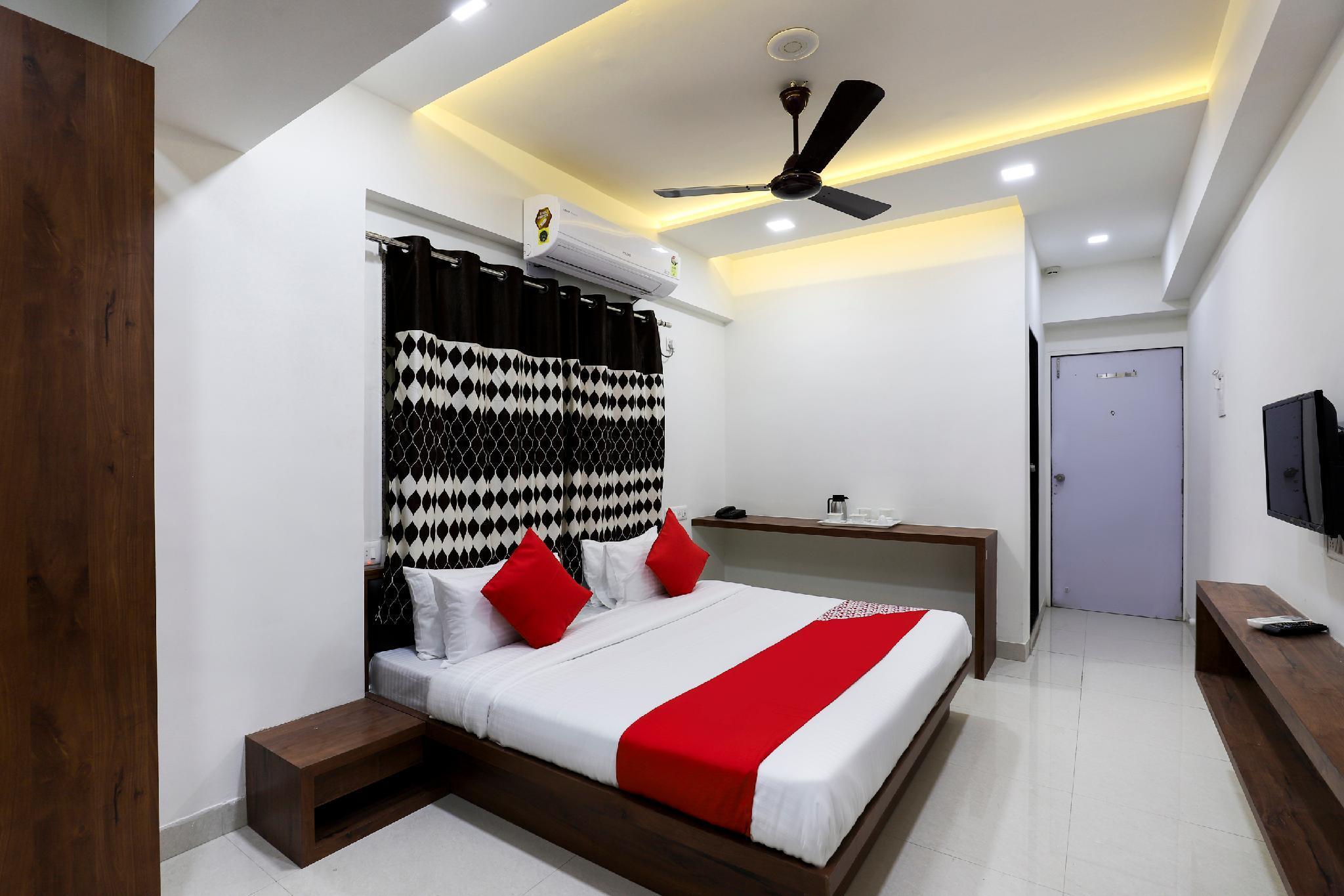 OYO 45011 Sumukh Hotel