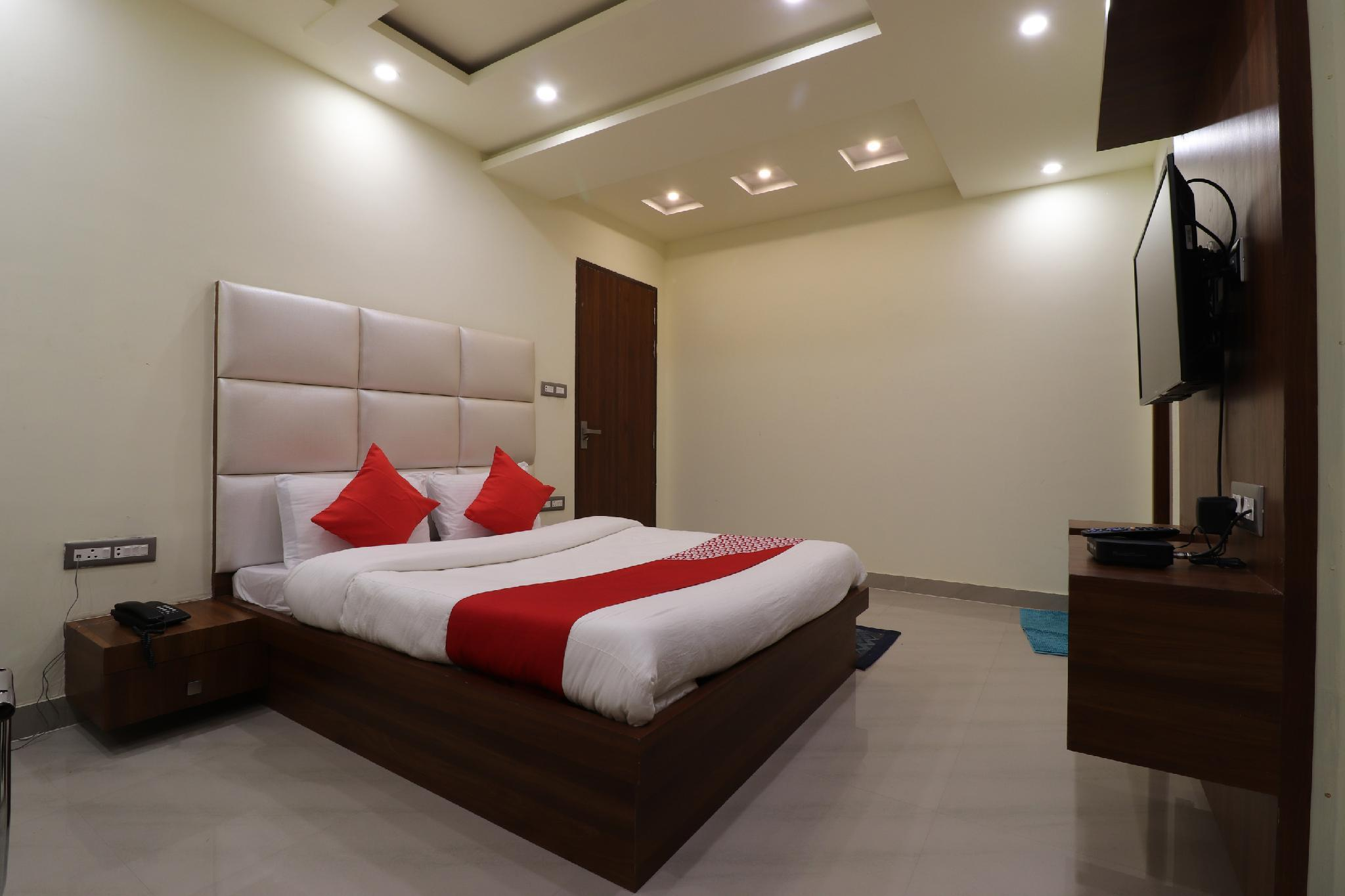 OYO 47405 Comfort Inn