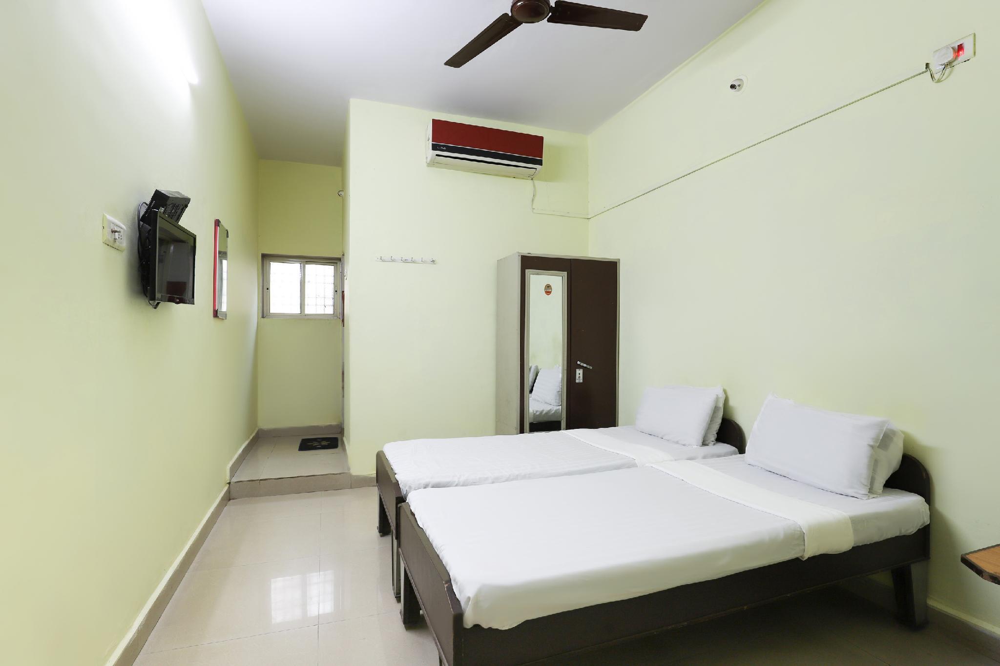 SPOT ON 48717 Shree Ashopalav Hotel