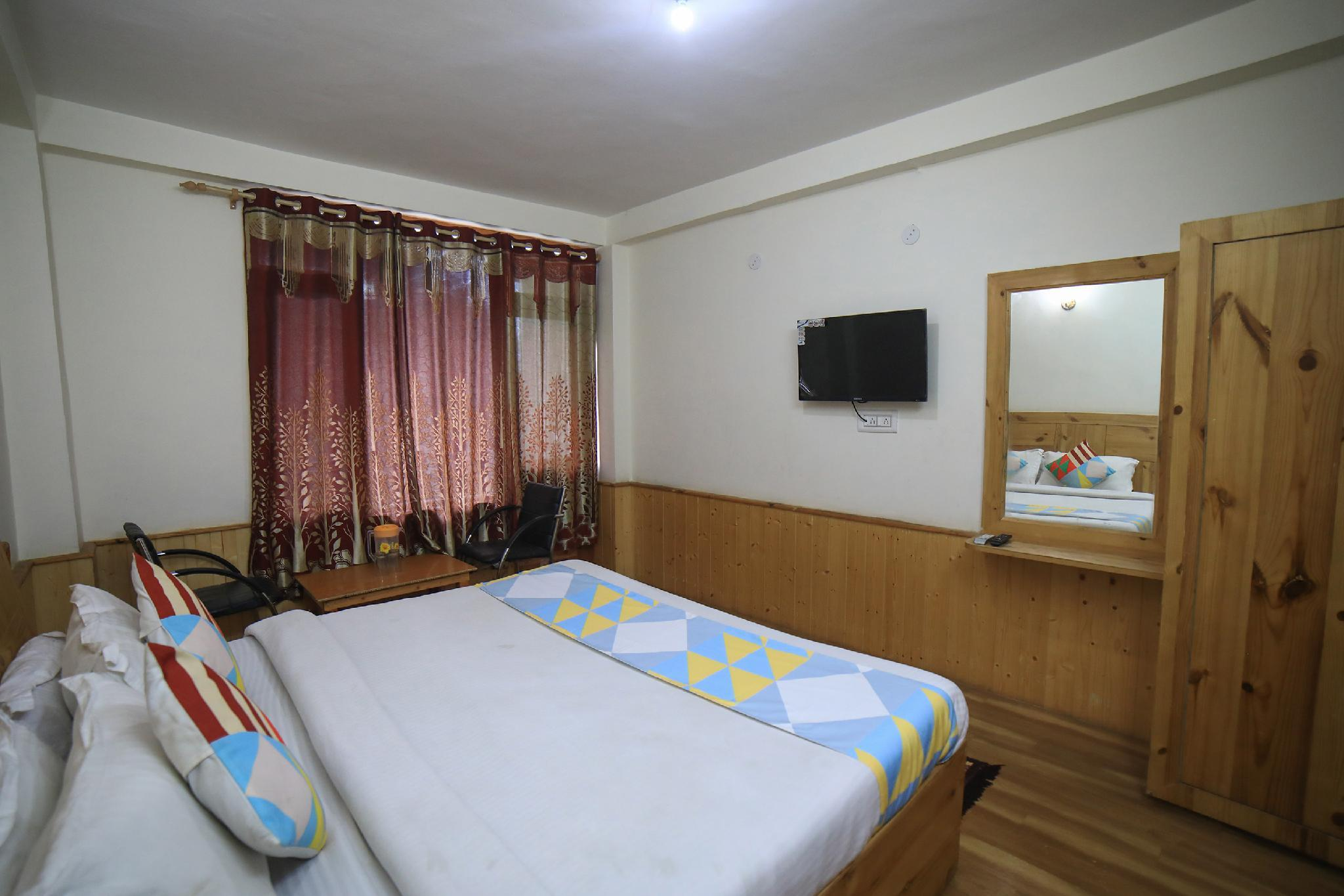 OYO 18563 Hill View Hideout In Manali