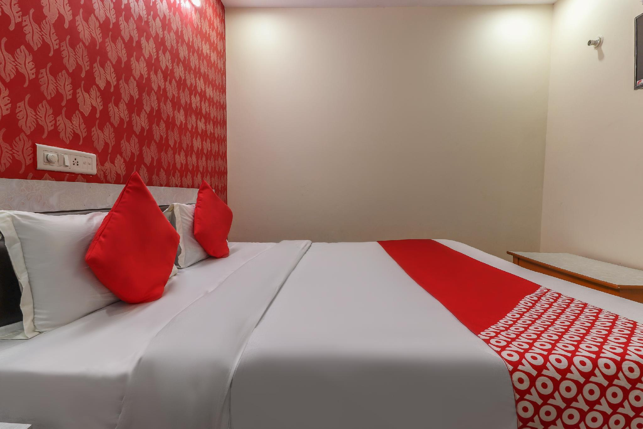 OYO 60027 Hotel Paradise Inn