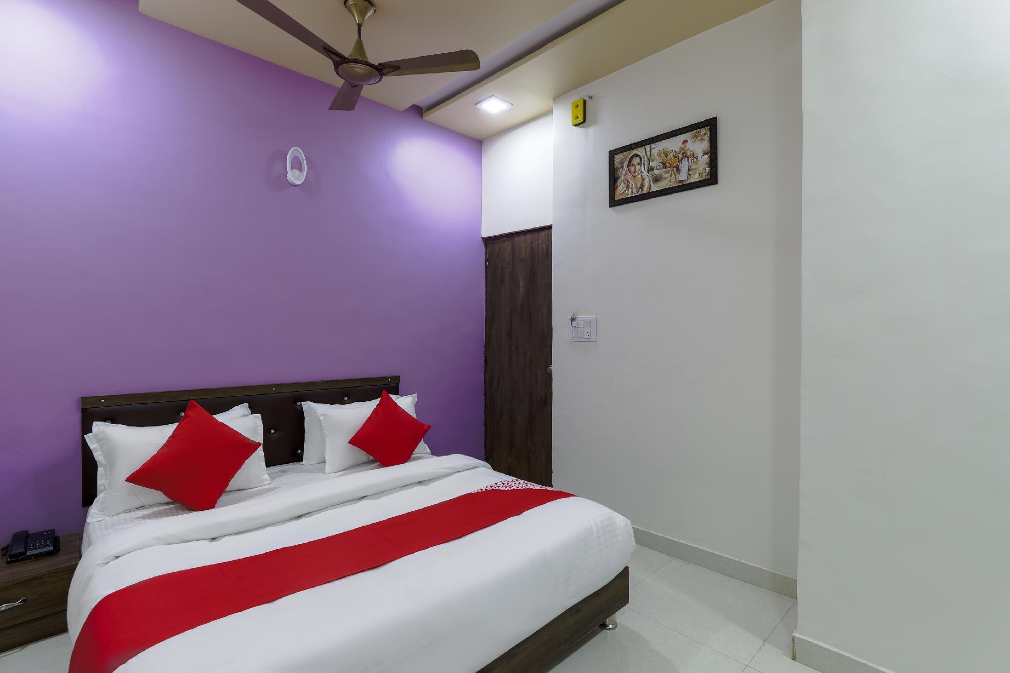 OYO 47110 Hotel Royal Palace