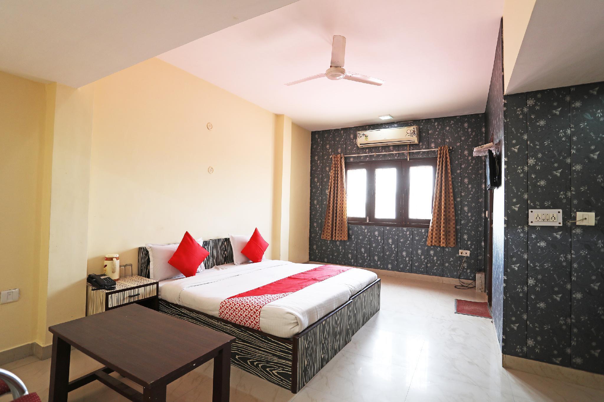 OYO 43649 Hotel Mukund Palace