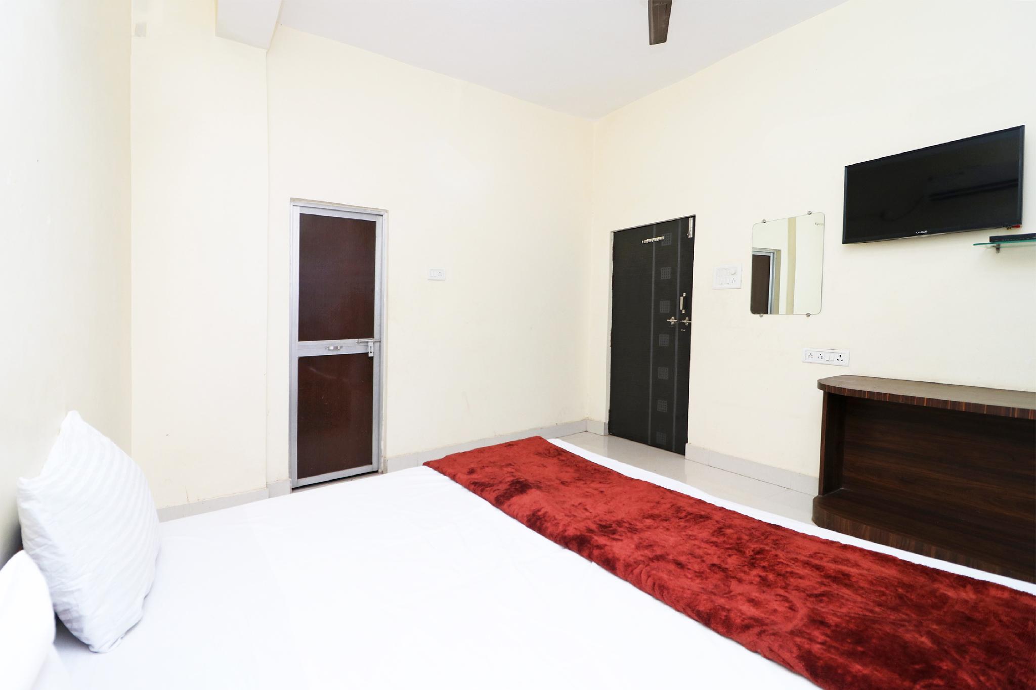 SPOT ON 45291 Bharat Lodge