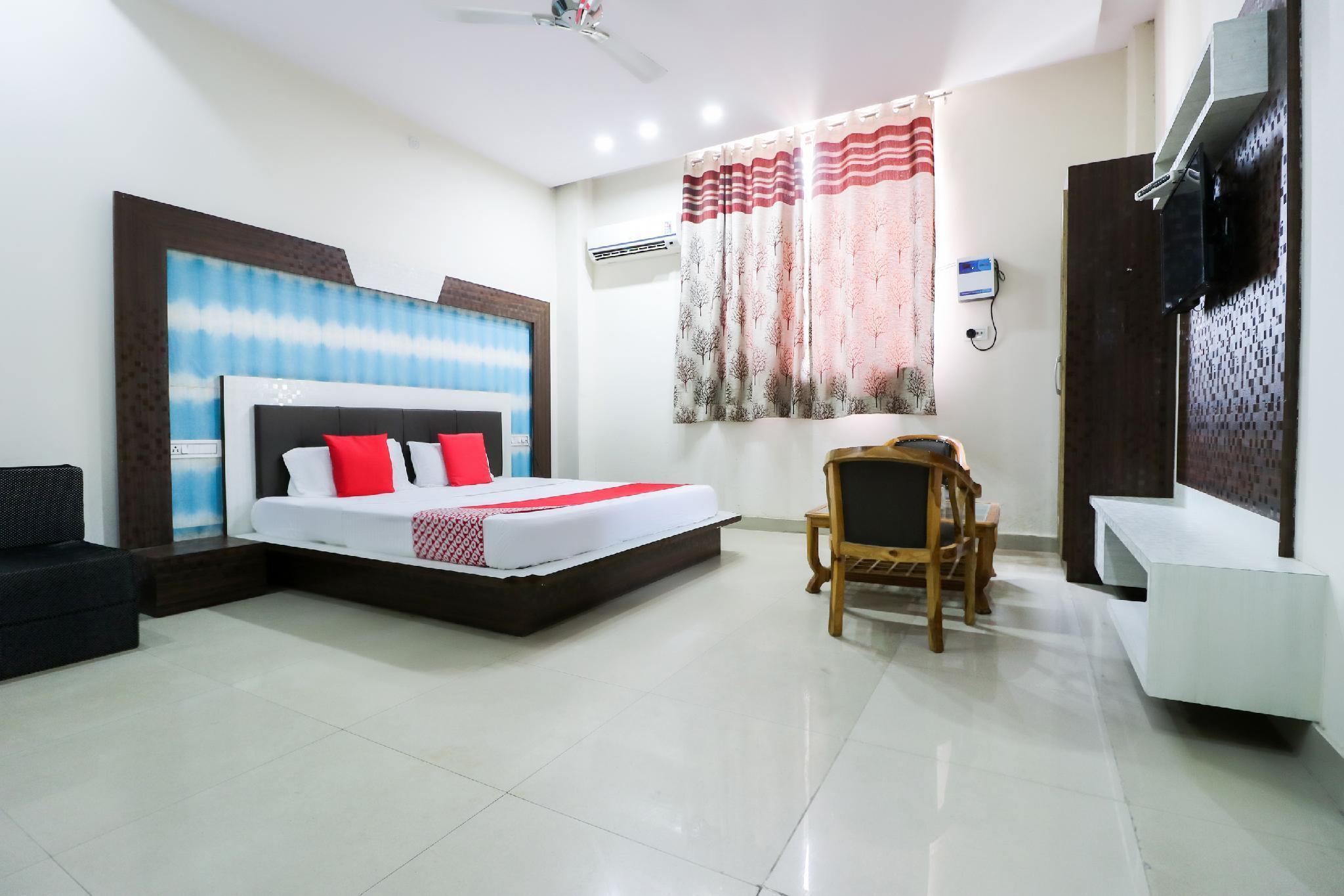 OYO 60255 Hotel Mayur