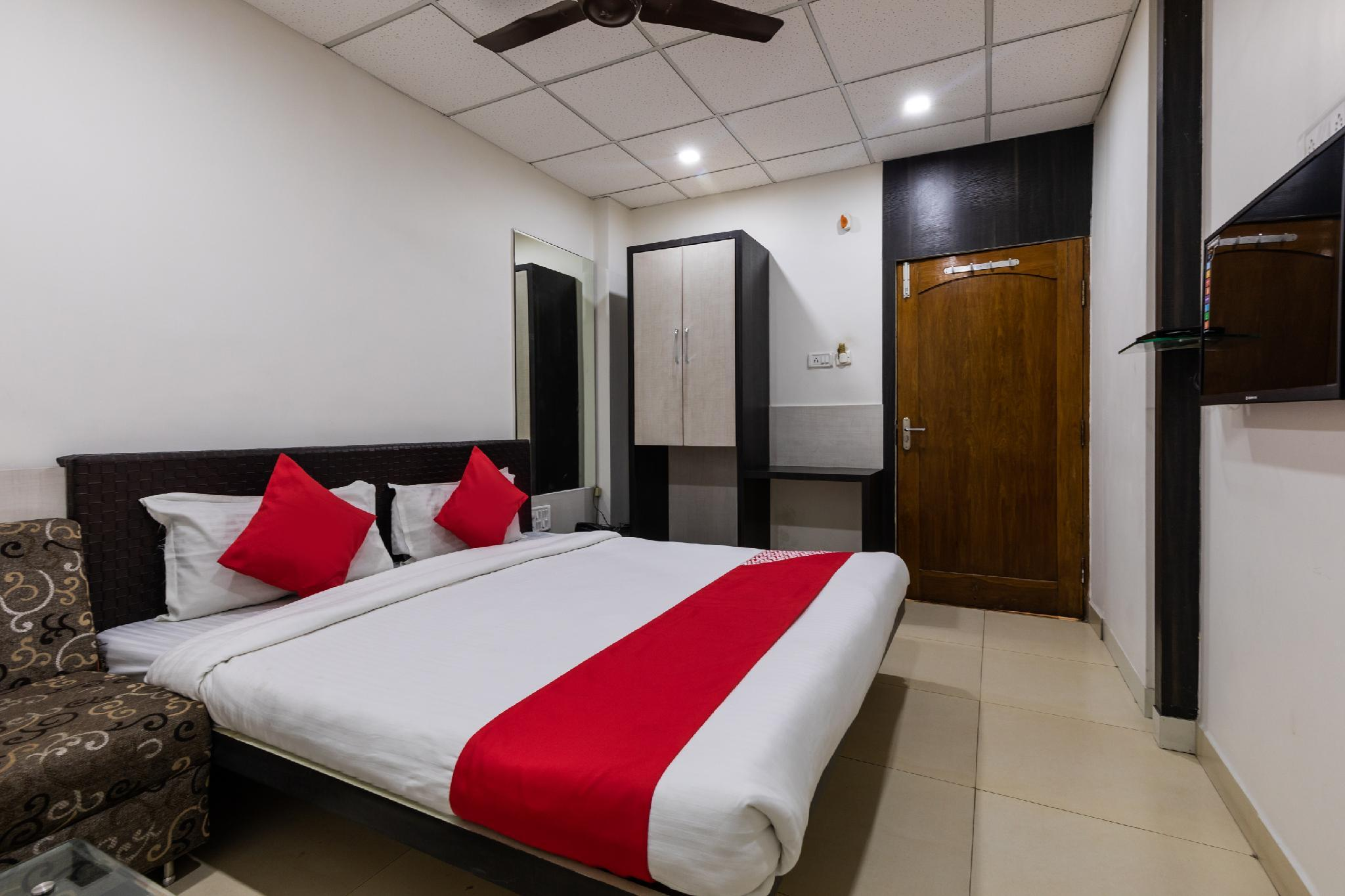 OYO 47403 Hotel Manjeet