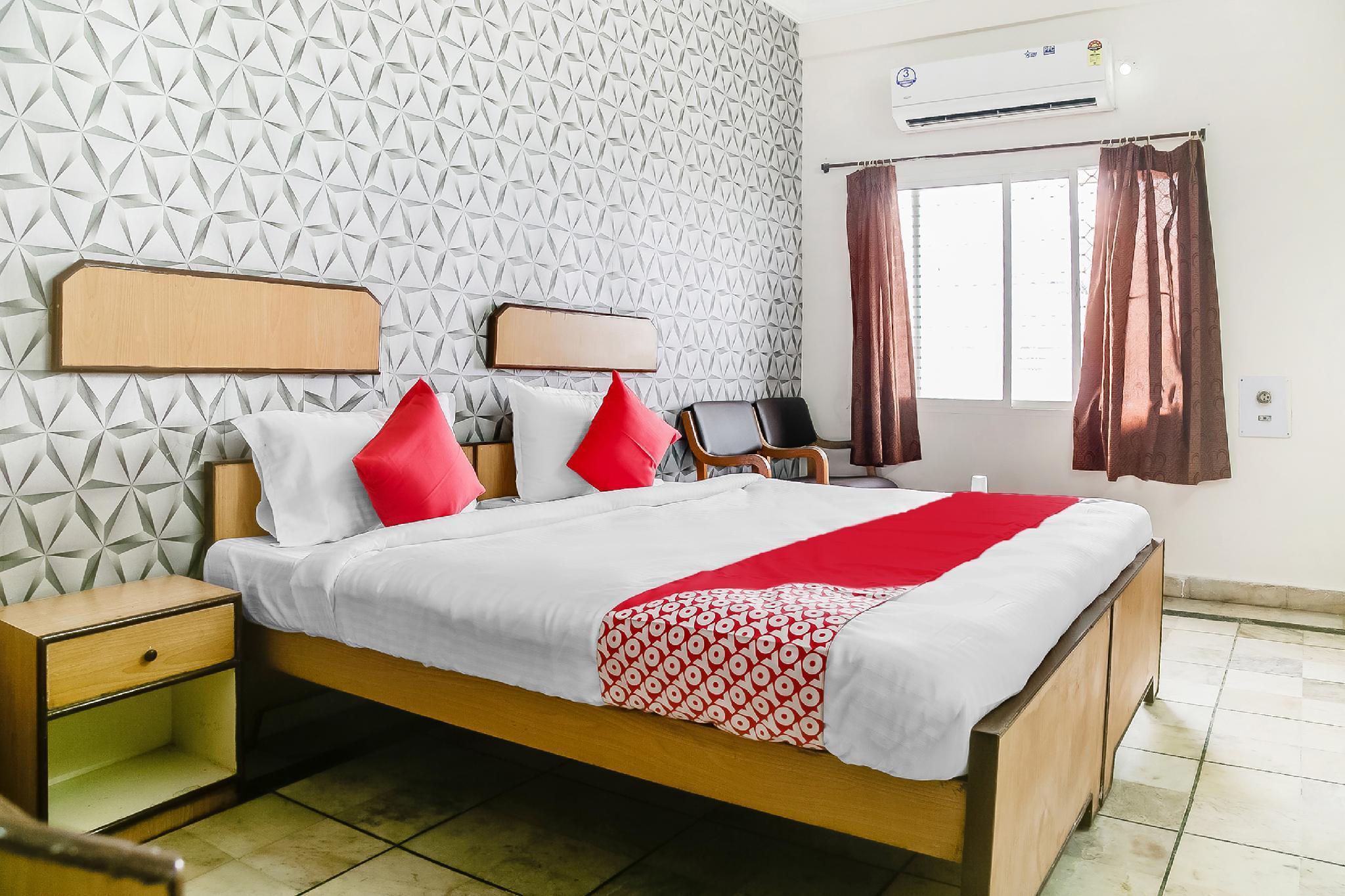 OYO 47645 Hotel Sai Vinayak Boarding And Lodging