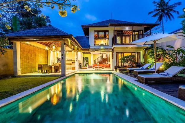 Beachfront  Three-bedroom Villa Yuyu