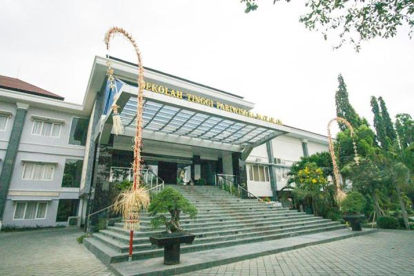 RedDoorz Premium @ Mataram City Center Lombok