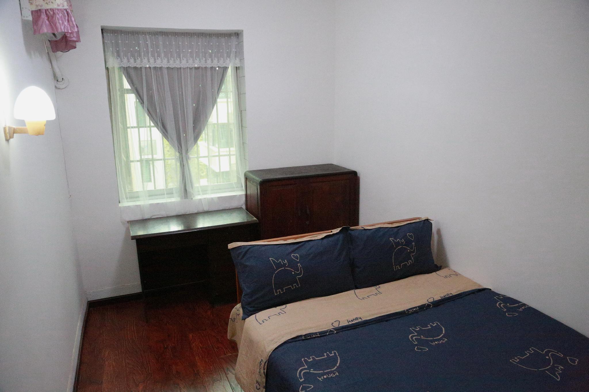 Simple Two Bedroom Big Bed Room In People's Garden