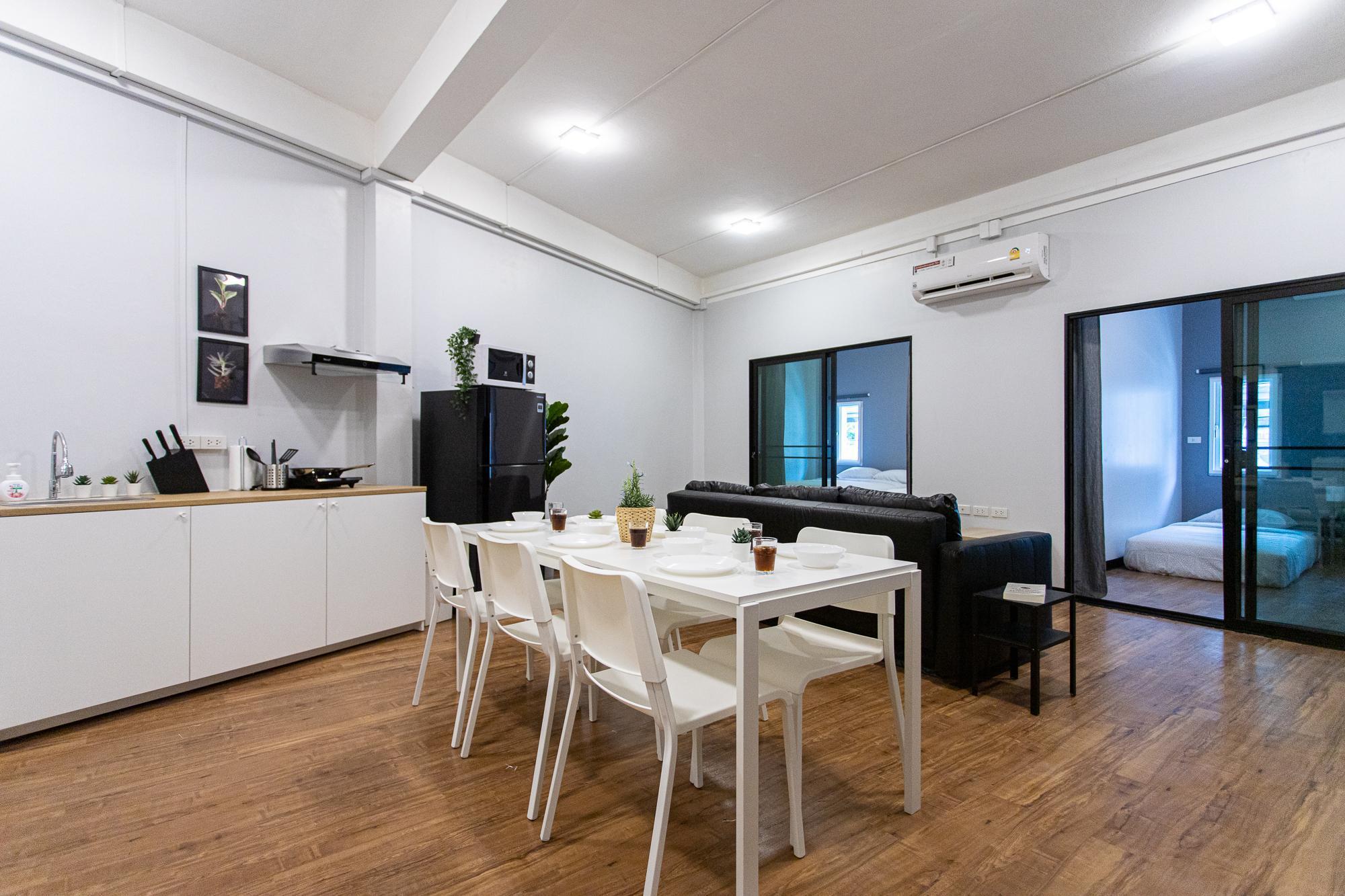U3 Large 2 Bedroom Full Kitchen 100m BTS Udomsuk