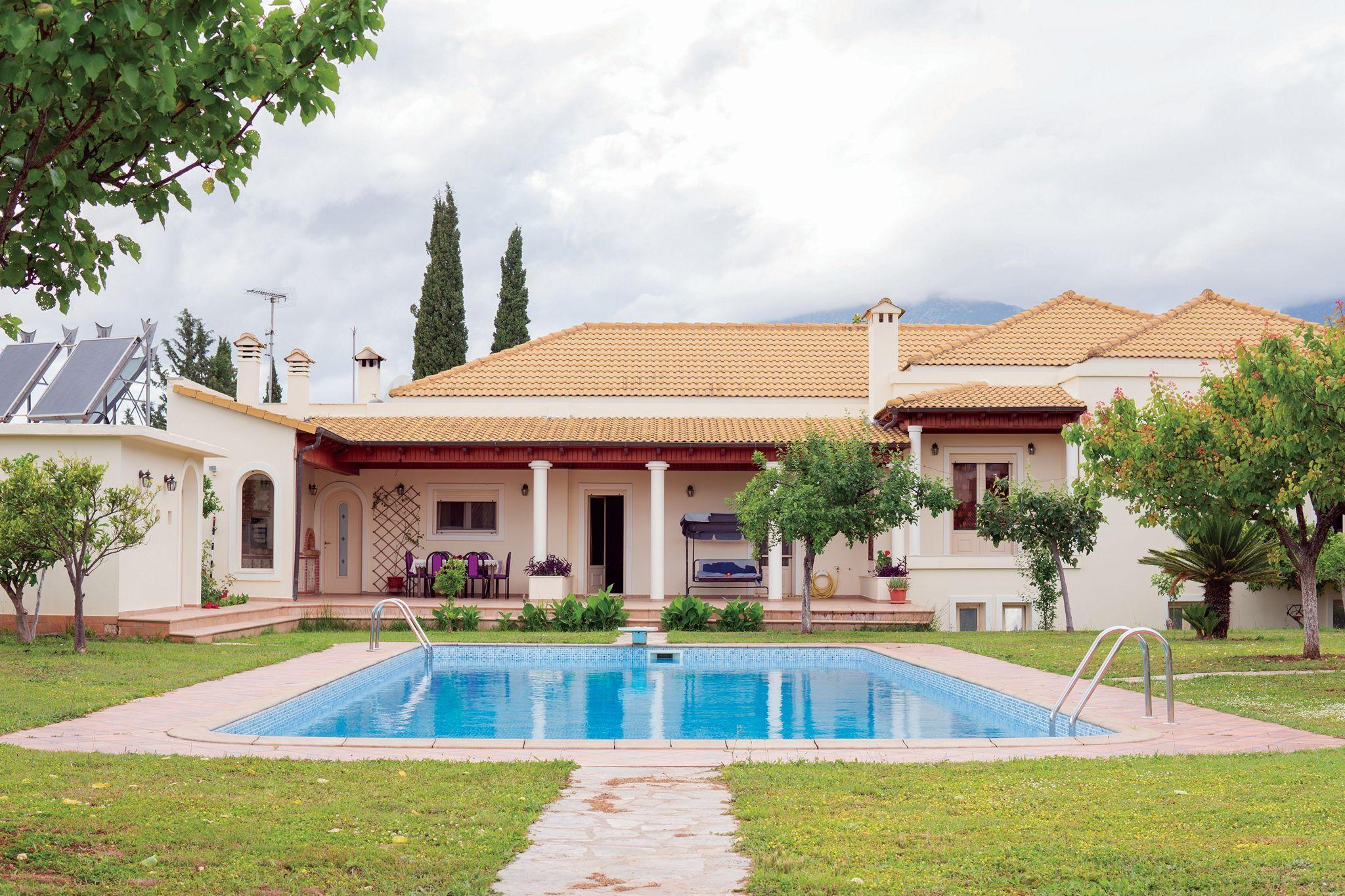 Beautiful Villa With Private Garden And Pool