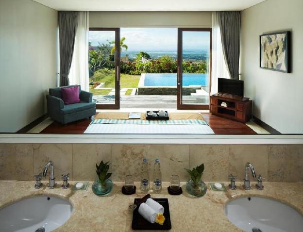 3BR Suite W Private Pool Overlooking Garden & Sea
