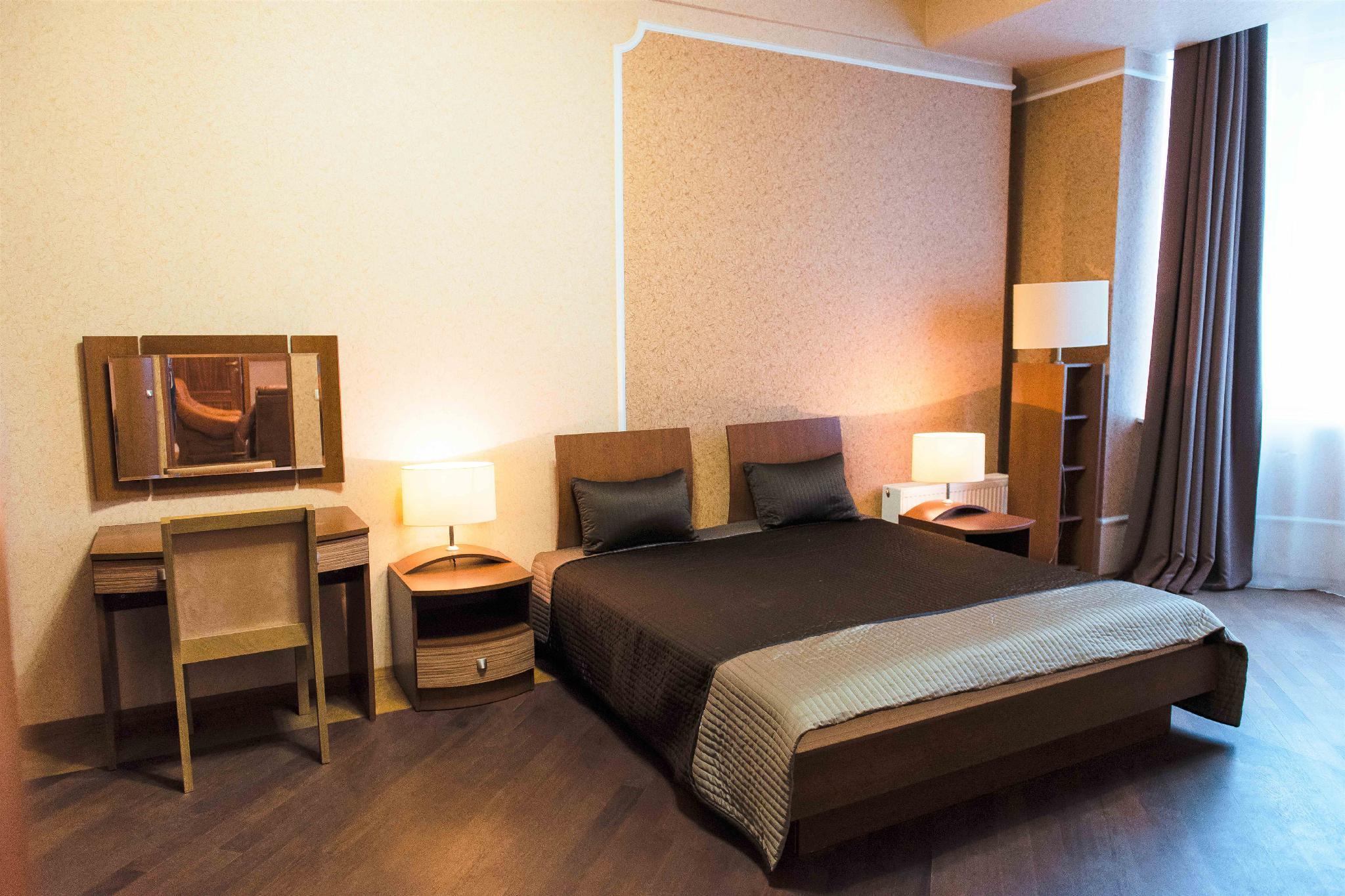 4 Room Apt. Next To King Danylo Monument