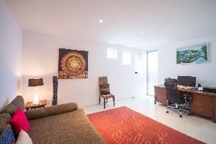 [スリン]ヴィラ(350m2)| 3ベッドルーム/4バスルーム Beautiful 3-Bedroom Seaview Villa at Surin Beach