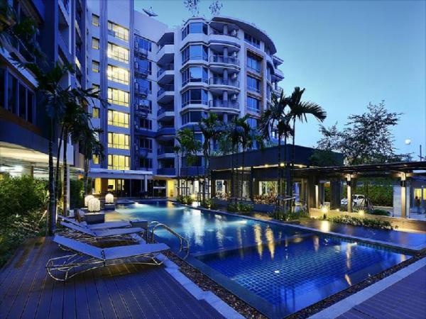 Siamese Nanglinchee Apartment Bangkok