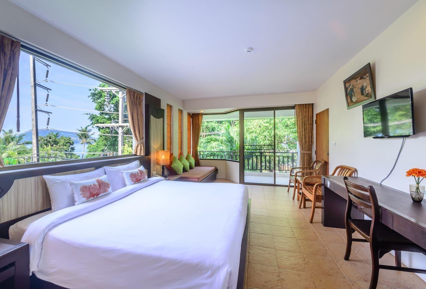 Deluxe Corner Room@Patong Lodge Hotel, Phuket. 1 ห้องนอน 1 ห้องน้ำส่วนตัว ขนาด 40 ตร.ม. – ป่าตอง