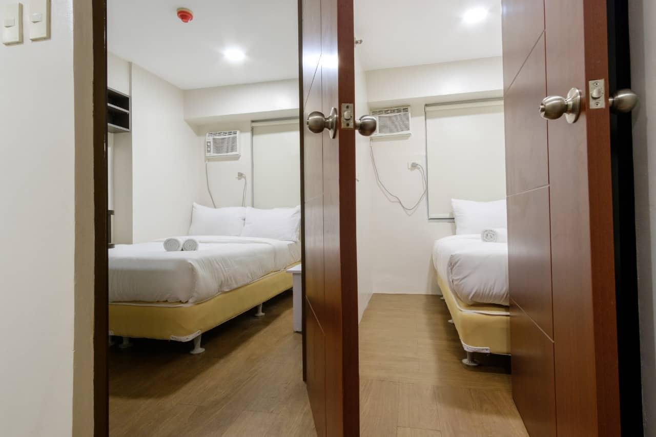Room 904 Near Robinsons Magnolia